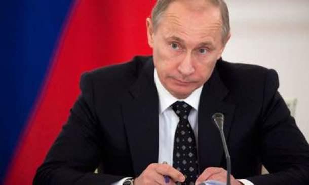 Putin: un uomo solo sul palco