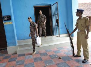 India, i maro' escono dal carcere di Trivandrum per incontrare le loro famiglie