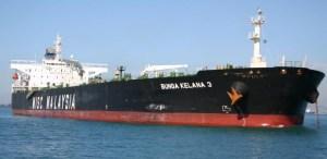 BUNGA_KELANA_3-scontro-a-Singapore-petrolio-in-mare1